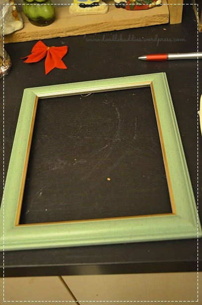 Upcycle the photo frame to make a wreath