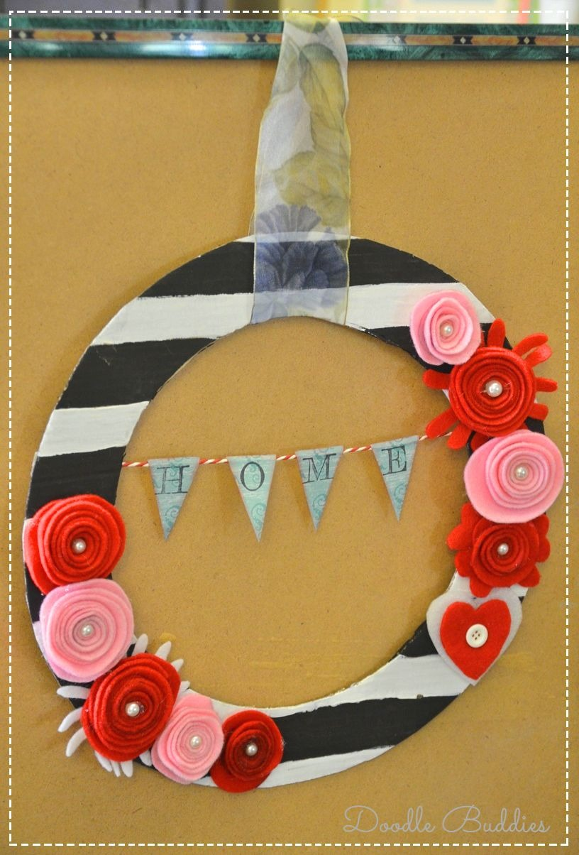 Repurpose pizza box to wreath