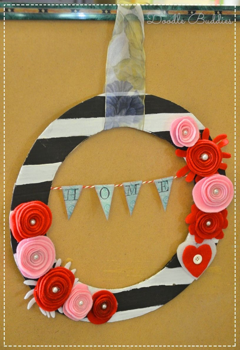 Tutorial for upcycling pizza box into a wreath